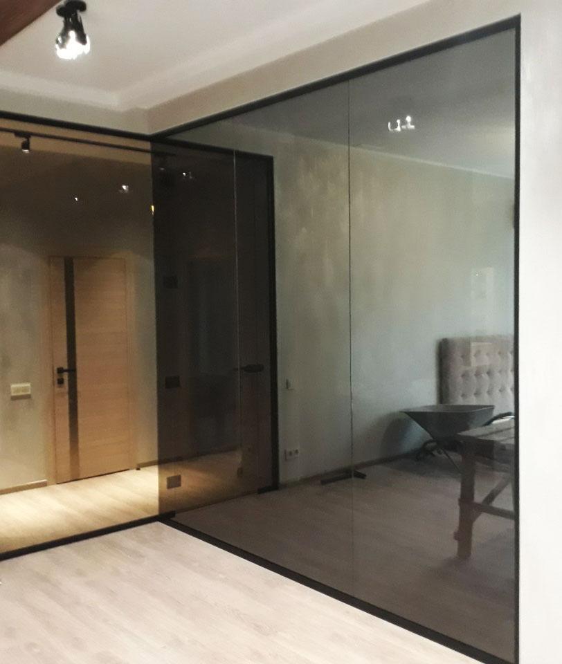Распашные стеклянные перегородки в Алматы: Особенности и плюсы