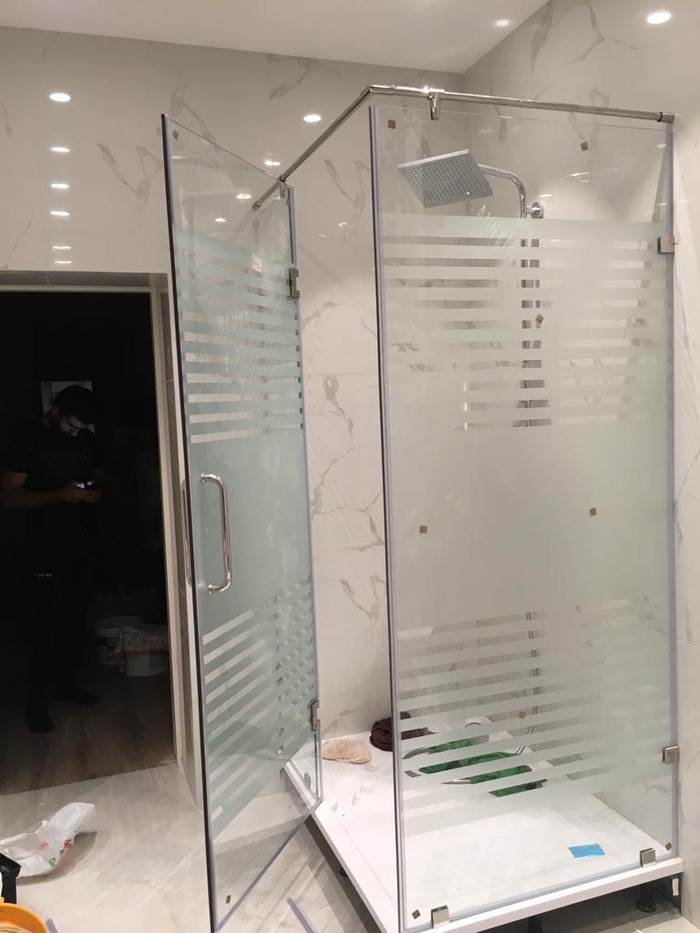 Стеклянные двери для душевых кабин в Алматы