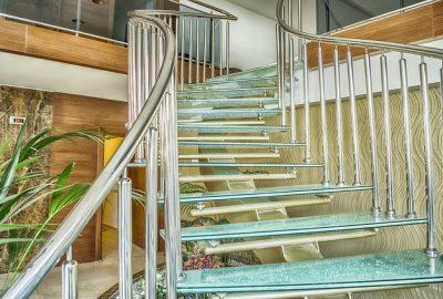 Стеклянные лестницы: преимущества