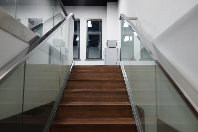 Стеклянные перила для лестниц в Алматы